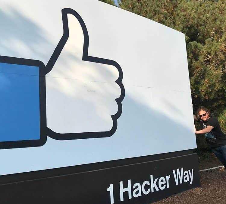 Facebook vol que canvïi de plantilla. Què faig?