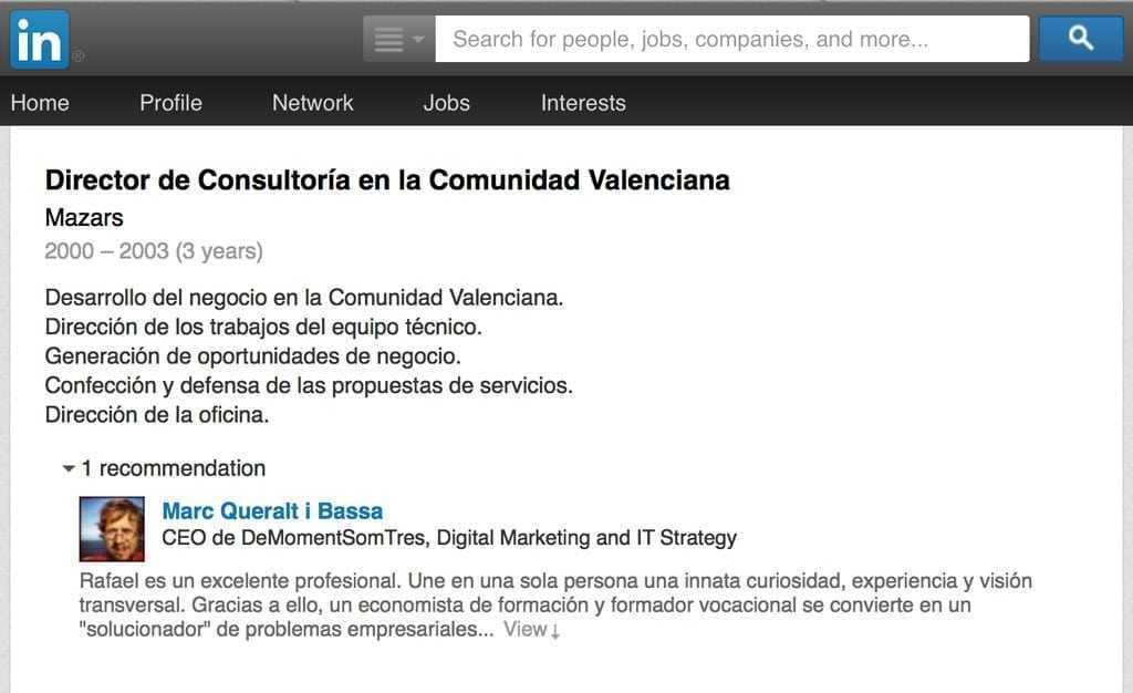 Si el nostre contacte accepta la recomanació a Linkedin, aquesta apareix en el seu perfil.